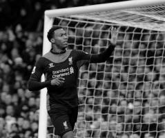 Дэниел Старридж забивает в ворота «Манчестер Юнайтед» (c) LiverpoolFC.com