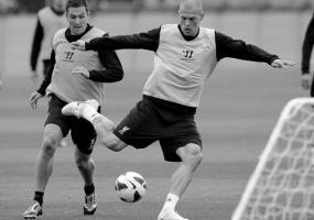 Стюарт Даунинг и Мартин Шкртел (с) LiverpoolFC.com