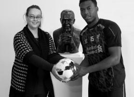 Дженни Карлайн и Дэниел Старридж (c) LiverpoolFC.com