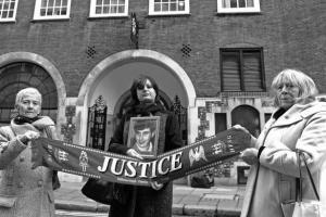 Семьи погибших на «Хиллсборо» (c) Gareth Jones
