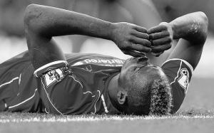Марио Балотелли в матче против «Халл Сити» (c) Telegraph