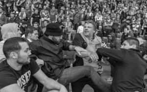 Драка болельщиков «Ливерпуля» и «Севильи» (c) AP