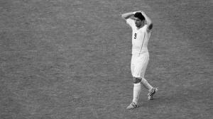 Луис Суарес в матче против Италии (c) FIFA.com