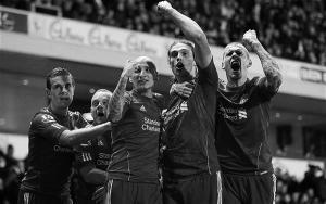 «Ливерпуль» празднует победный гол на «Ивуд Парк»