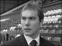 Джейсон Макатир — ассистент Джона Барнса в «Транмир Роверс» (c) BBC