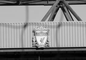 Эмблема «Ливерпуля» на «Энфилде» (c) Andy Nugent