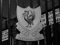 Герб «Ливерпуля» на воротах