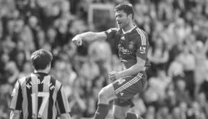 Шаби Алонсо в матче против «Халл Сити» (c) Liverpool Echo